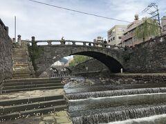 眼鏡橋から川辺の側道に降りて散策。眼鏡橋に次いで古いという袋橋