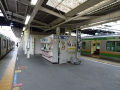 高崎駅2-4番線ホームの立ち食いそば。昭和の店構え。ホームの立ち食いそばはこれでなくっちゃ。