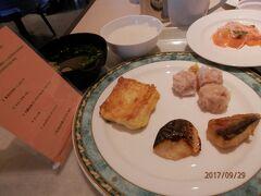金曜7時前。ダブルツリーbyヒルトン首里城3回目の朝食。小さなフレンチトースト。