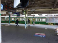 谷上駅ホーム。 向かい側が北神急行のホーム。 神戸市営地下鉄の車両が停まっていた。