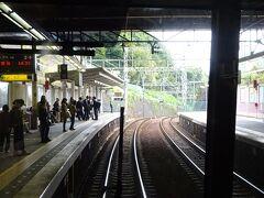 北鈴蘭台駅。 掘り割りの中にあり、この区間では珍しく橋上駅。
