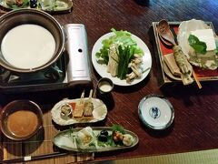 お昼ご飯は平山温泉「やまと旅館」さんの お食事処「わらび」さんで、お豆腐のミニコースを頂きました。 3.000円のコースで、お昼から少し贅沢かと思いましたが このボリュームなら、ものすごくリーズナブル!!