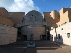 【釧路市立博物館】 http://www.city.kushiro.lg.jp/museum/  入場料は、大人1人 470円。 釧路湿原展望台と同じ値段です…。 同じ値段ならば、こちらの方が見ごたえあってお得かも (笑)