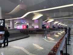 武漢の空港に到着です。出来たばかりのような綺麗な空港です。