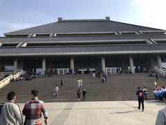 湖北省博物館へ行きました。地下鉄の最寄り駅はなく、バスかタクシーが便利。無料で入れます。