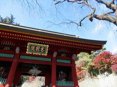 1773年に建てられた総門 春には門前の枝垂れ桜が見事だそうです