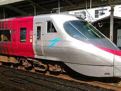 ●JR松山駅  岡山へ向かう特急しおかぜ号。 JR四国の花形特急です。 僕もよく利用します。