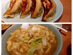 気を取り直してご飯、ご飯♪ 東武宇都宮駅に近い中華園さん  深夜2時まで営業しているそうです。 特大の餃子と家常麺なるものを注文! 餃子はジューシー 家常麺は初めての感覚...平麺を煮込んでいるのですが美味しい♪ 味はシンプルなので、量があっても大丈夫(だと思います) 私たちは日光でちょいちょい食べ歩きしてしまったので1つずつの注文にしました(*'ω'*)  きれいな景色と予定外のライトアップ、温泉にご飯でお腹いっぱい♪ よい1日になりました。