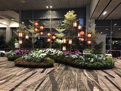 とまぁ、ゆーてるまに着きますよね! さすがはアジア!早い! 2時間は寝れたかな。。どうかな。。  世界で1番の空港にも選ばれたことがあるチャンギ国際空港。 到着した瞬間にもう存在感が違います。