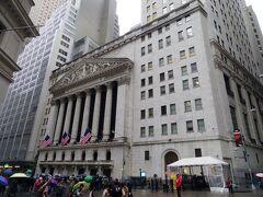 フェデラルホールの斜向かいには、ご存知「NYSE(ニューヨーク証券取引所)」。