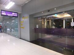 バンコク空港でタイ航空のラウンジへ。