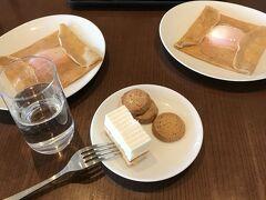 まずは、ラウンジで朝食。 この時間帯の鉄板ダイニングのメニューは、「ライ麦ガレット」です。