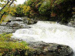 三段滝  芦別市奥芦別に所在する石狩川支流の芦別川源流近くの滝。  昨夜の雨で勢いがあります。