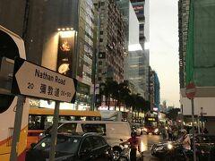 チョンキンマンションもある、香港のメインストリート、「ネイザン・ロード」。 たくさんのショッピングモールが立ち並ぶ賑やかな通りです。