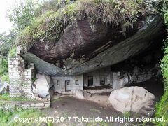 月の神殿(Templo de la Luna/Gran Caverna)  ワイナピチュ(Wayna Picchu)から約40分で到着です。 第一の目的達成。