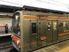 東京は出稼ぎに行く場所。荒川を越えたくない。というわけで、武蔵野線で埼玉から千葉県に直接向かうルートで行く。6:16南浦和駅発の南船橋行きに乗る。見沼田んぼが眩しい。