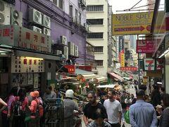 このあたりは、結志街というエリア。 左に見えているのは、ミルクティーなどで有名な蘭芳園。 今回の旅行では、クラブラウンジが充実していたため、飲食店には全く入っていません。 次回、香港に来たら、グルメも満喫したいです。