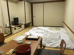 ■温泉入って爆睡。  やっぱり和室に布団が最高! 温泉入ってビール飲んだらすぐに爆睡した。