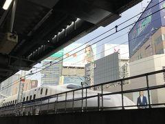 途中新橋駅。  この駅や東京駅は、もう15年位前ですが、小さな息子を連れて、毎週新幹線を見に来ていました。  ある日は撮影のためにホームに来ていたタレントさんに抱っこしてもらったり、偶然にもドクターイエローが来たり、結構思い出深い駅です。