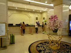 オプションで空港送迎を付けていたので、ガイドさんと合流しホテルへ。浦東空港から車で1時間位でした。