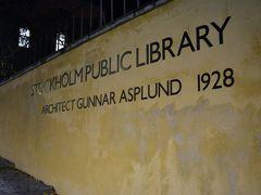 その前にRadmansgatan駅を降りてすぐ、 オレンジ色の筒のカタチをした建物、 ストックホルム市立図書館へ行ってみよう~。 日没は15:30だけど図書館、金曜は20:00まで。