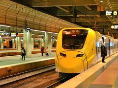 アーランダ空港から市内への最速アクセスは、 黄色がまぶしいアーランダ・エクスプレス。 所要時間は約20分、あら、便利だわ。 けど片道260Skr(約3,500円)って、高っ!