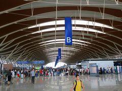 浦東国際空港も新しくて開放的な作りですね。