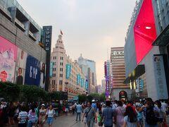上海のショッピングのメインストリートです。