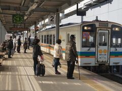 再び熊本駅まで在来線の電車で下り、乗り換え。おれんじ鉄道に直通する週末限定の快速列車「スーパーおれんじ号」です。