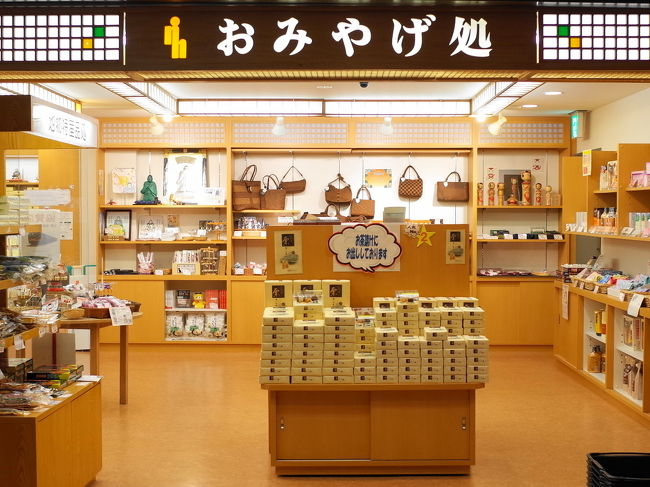 ここ売店がにぎやかなのもすごい。<br />人気あるなぁ。