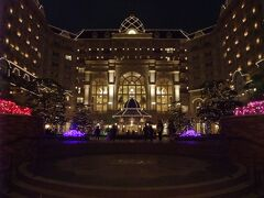 最後、時間があったのでワールドバザールに戻ろうかと思いましたが、雨が降りだしてきたので東京ディズニーランドホテルへ!
