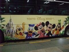 左側は、ミッキーやミニー、ドナルド、グーフィー、プルートが描かれております。