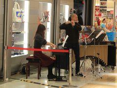 祝日だからか静岡SAでは生演奏を聴くことが出来ました。