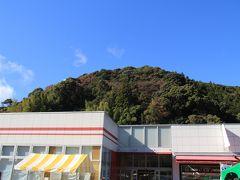 今回はバス旅行なので鶏足寺に行くまで3ヶ所のSAに立ち寄りました。 静岡SAでは良い天気です。