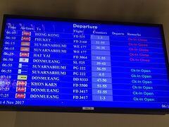 4日目☆ 昨晩は遅くまで空を見上げてたので眠たいー けど、今からバンコクに戻ります。 チェンマイの空港にて! 外国で初めて国内線に乗りました〜