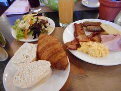 11月14日(火)  ホテルの朝食ビュッフェ。