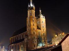終演後、徒歩でホテルへ戻る。 その途中、聖マリア教会の夜景。  明日は世界遺産「マウォポルスカ南部の木造教会群」を巡る。 続きは https://4travel.jp/travelogue/11305961 で。