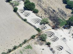 水路(Acueductos de Cantalloc)  プキオ(Puquio)と呼ばれる水の取り入れ口です。  水路:https://en.wikipedia.org/wiki/Cantalloc_Aqueducts プキオ:https://en.wikipedia.org/wiki/Puquios