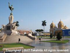 アルマス広場(Plaza De Armas De Trujillo)  広場の中心には自由のモニュメント(Monumento a la Libertad)が建っています。  自由のモニュメント:https://en.wikipedia.org/wiki/Freedom_Monument_(Trujillo)