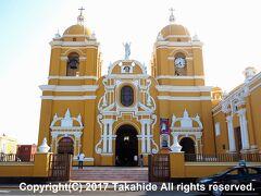 カテドラル(Catedral de Trujillo)  17世紀中盤に建立されたバロック(Barroco)様式の大聖堂(Catedral)です。  カテドラル:https://en.wikipedia.org/wiki/Cathedral_Basilica_of_St._Mary_(Trujillo,_Peru) バロック:https://ja.wikipedia.org/wiki/%E3%83%90%E3%83%AD%E3%83%83%E3%82%AF 大聖堂:https://ja.wikipedia.org/wiki/%E5%A4%A7%E8%81%96%E5%A0%82