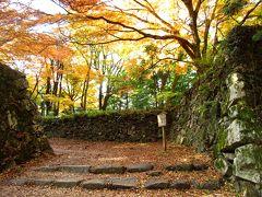 城門跡まで来ると、紅葉が見られました。この1週間はとても寒かったので、見頃は少し過ぎているようでしたが・・・