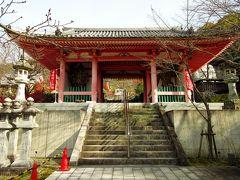45分で壺阪寺まで下りてきました。仁王門は1212年に建立されたもので、昭和と平成に解体修理が行われたため、美しく見えます。