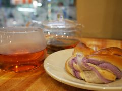 さつまいものパンと紅茶で、ほっと一息。 何気にたくさん歩いたなぁ~~( ´∀` )