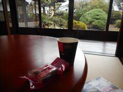 休暇を使った観光交流館で休憩。ここは無料で入場でき、コーヒーは100円。 ここが一番