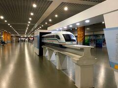 上海/浦東国際空港からリニア(マグレブ)に乗ります。 龍陽駅まで片道50元(850円)往復で買うと80元(1,360円) 7日間有効なので往復で買いました。