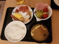 まずは、ラウンジで朝ごはん(^-^)