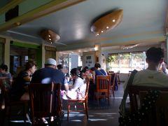 恋人岬をあとにして、向かった先は「PROA」。グアムでとても人気の高いレストランです!かなりの人気店のため行列必至だそうですが、ピーク時間を外し16時頃に行ったら、まったく並ばずに入れました^^