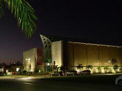 隣にあるグアムミュージアムもライトアップされていました。
