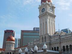 スルタン・アブドゥル・サマド・ビルは新しめ!?   クラシックな雰囲気のビルの後ろに近代的なビルが見えるのがちょっとつまらない。