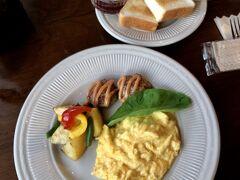 翌朝、妻が決めていたカフェに朝食を